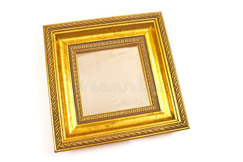 Золотое зеркало при барочная рамка изолированная на белизне стоковое изображение rf