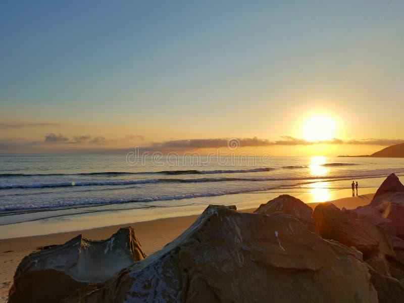 Золотое лето Sunnset пляжа Калифорнии Тихое океан стоковое изображение rf