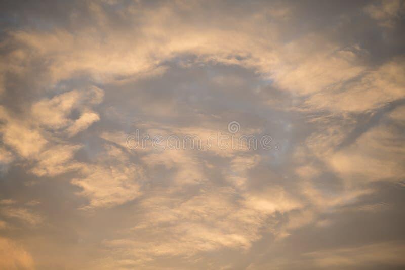 золотое облако в утре стоковые фотографии rf