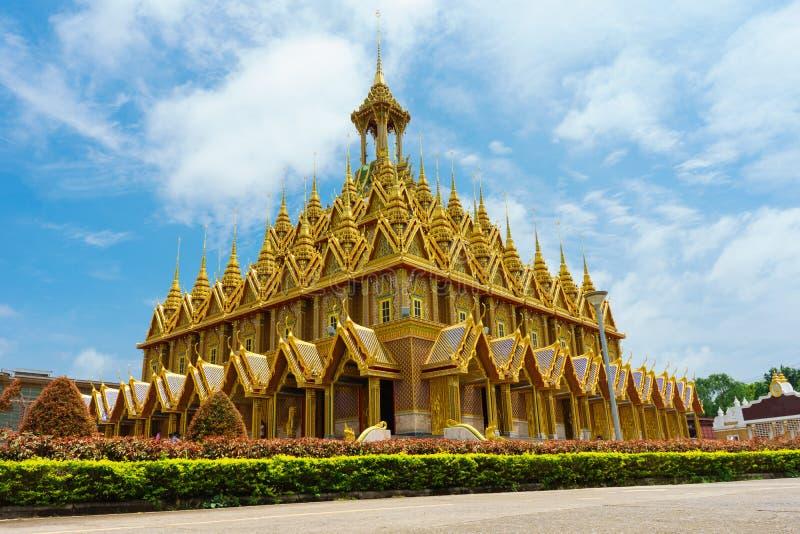 Золотой Будда в виске Thasung оно красивый на Uthai Thani стоковое фото