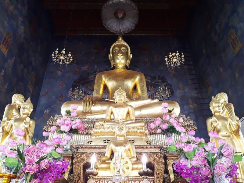 Золотая статуя Будды в Таиланде стоковые изображения rf