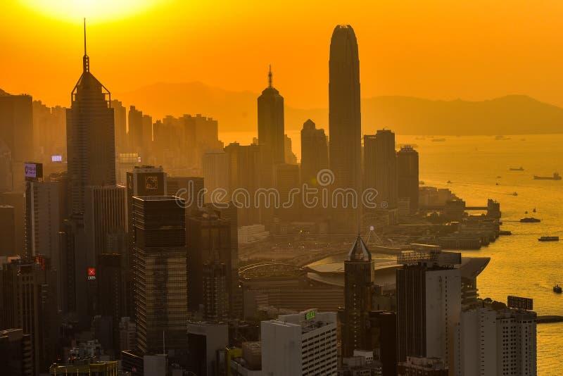 Золотой заход солнца в Гонконге стоковые фотографии rf