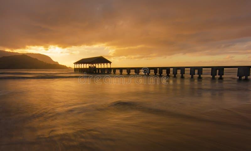 Золотой заход солнца в Кауаи стоковые изображения