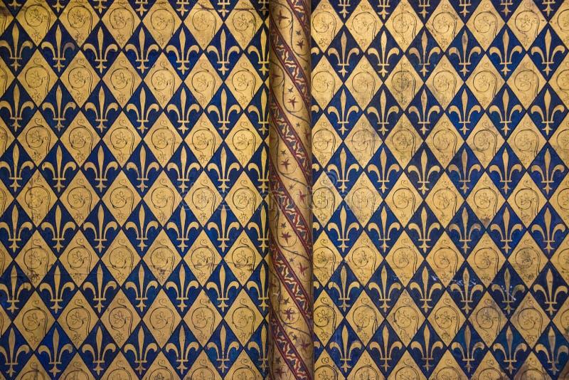 Золотой и темносиний символ короля Fleur de lis стоковая фотография