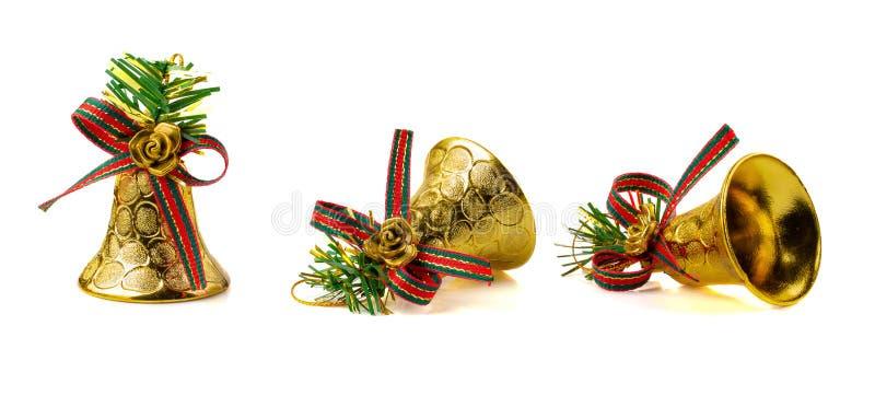Золотой колокол для украшения рождества изолированного на белом backgroun стоковая фотография rf