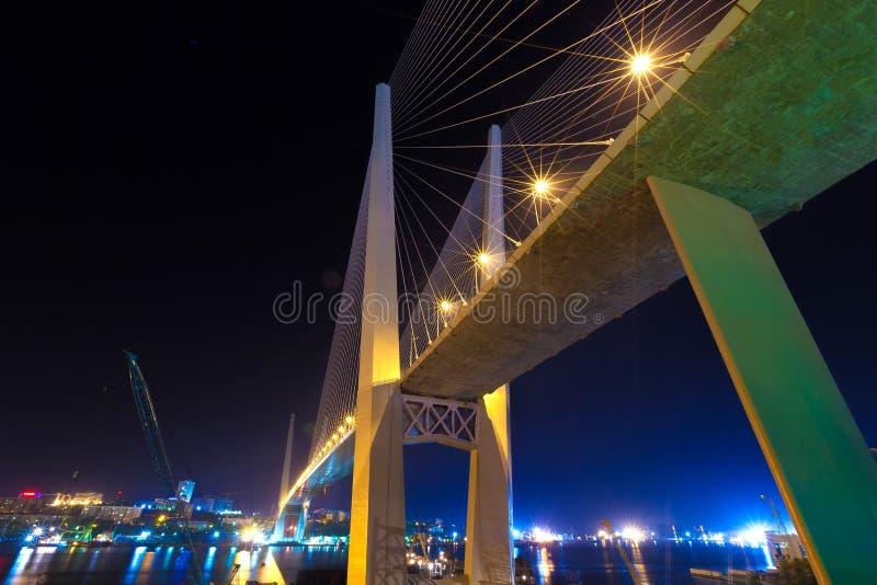 Золотой мост, залив рожка Zolotoy, Владивосток, регион Primorsky, Россия стоковое фото rf