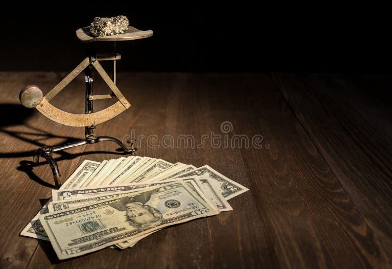 Золото и деньги стоковые фото