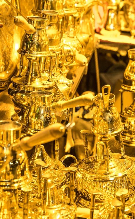 Золотые баки турецкого кофе стоковые изображения rf