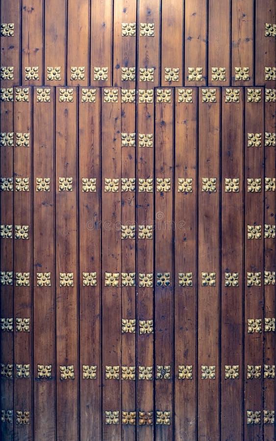 Золотые заклепки на старых деревянных планках стоковые фотографии rf