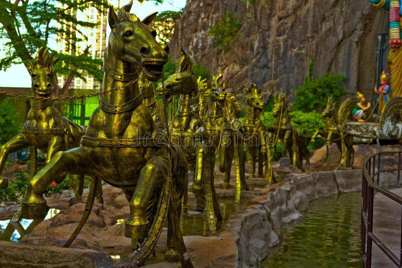 Золотые лошади в пещерах Gombak Selangor Малайзии Batu стоковые изображения rf