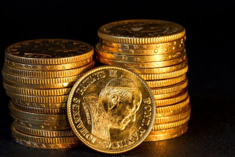 Золотые монетки Ватикана. стоковая фотография