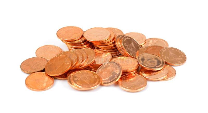 Золотые монетки на белой предпосылке, золотые монетки ванны тайские, малый mo стоковые изображения rf