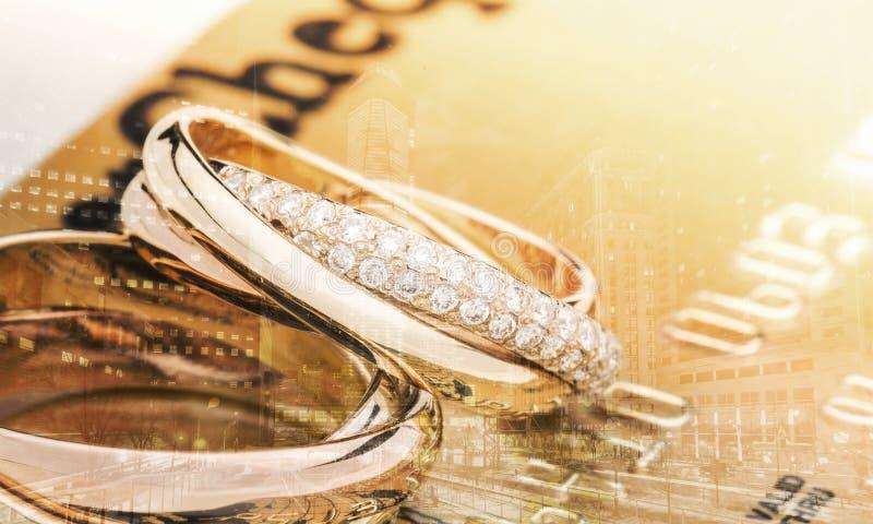 Золотые обручальные кольца, взгляд конца-вверх стоковое фото rf