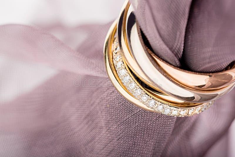 Золотые обручальные кольца, взгляд крупного плана стоковое изображение