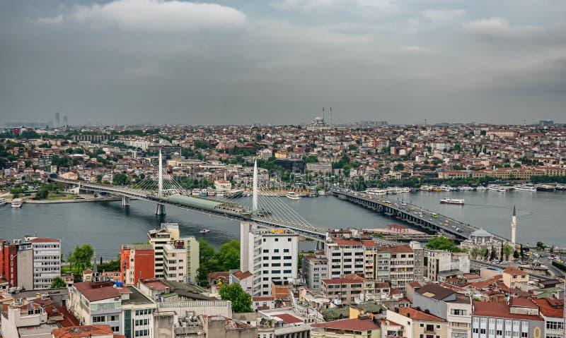Золотые рожок и мосты в Стамбуле увиденном сверху, Турция стоковые изображения rf