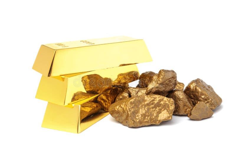 Золотые самородки и слитки стоковые фотографии rf
