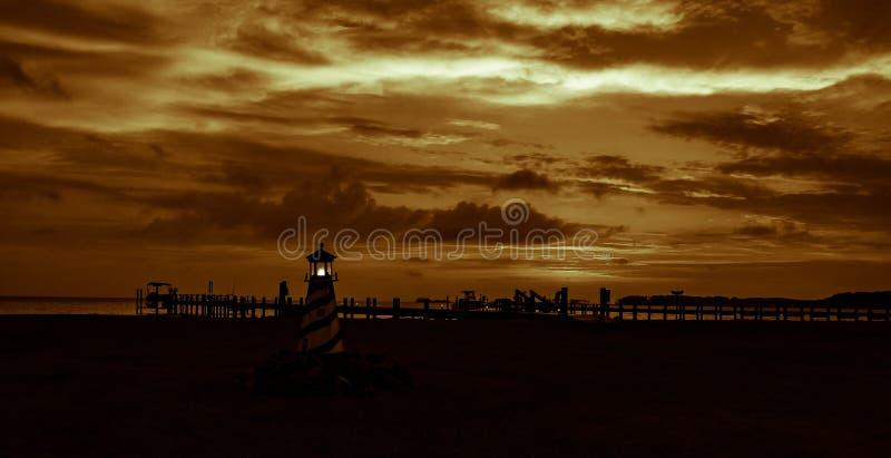 Золотые светлые небо и фонарик стоковые изображения rf