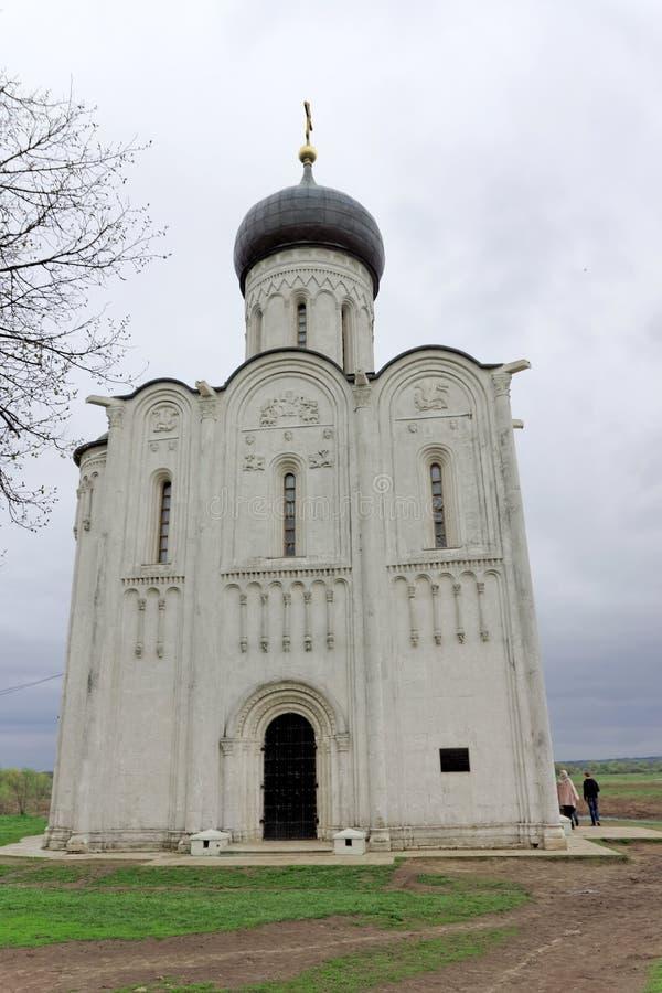 Зона Владимира, Россия - 6-ое мая 2018 nerl intercession церков стоковые изображения