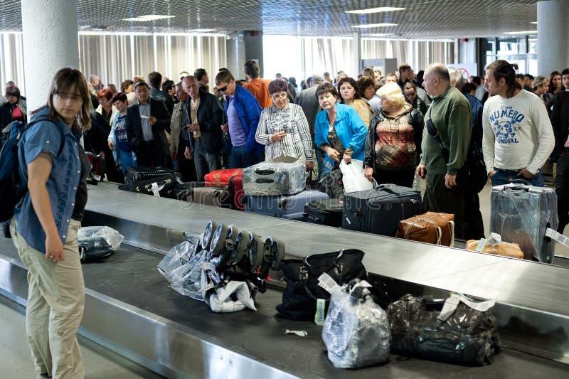 Зона заявки багажа авиапорта, Санкт-Петербург стоковая фотография rf