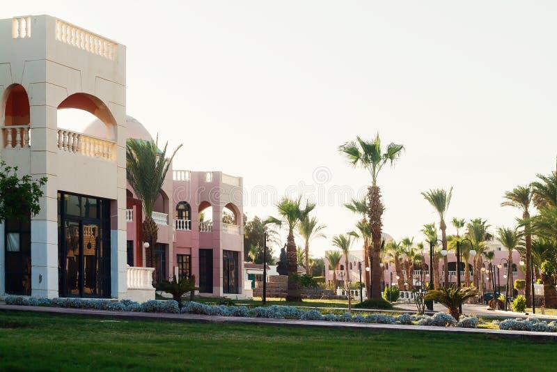 Зона здания и пальмы ` s гостиницы в Hurghada Египет стоковая фотография