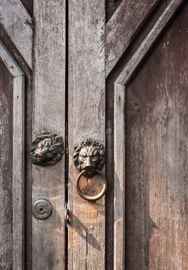 зона Испания льва knocker двери andalusia antequera стоковая фотография rf