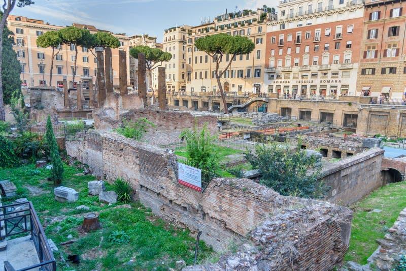Зона Крестец di Largo Аргентина квадратные руины в Риме Италия стоковые изображения rf