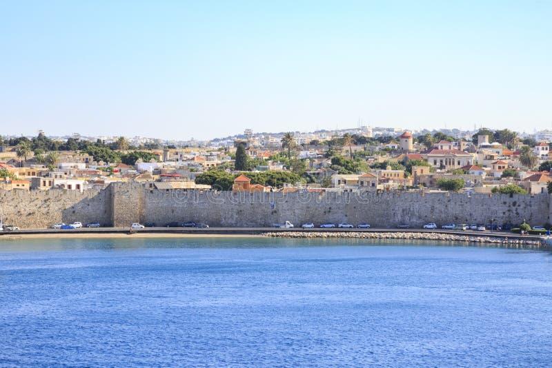 Зона между стробом st виргинским и морским стробом в старом городке Родосе стоковые фотографии rf