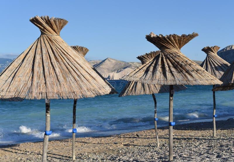 Зонтики пляжа от соломы стоковые изображения rf