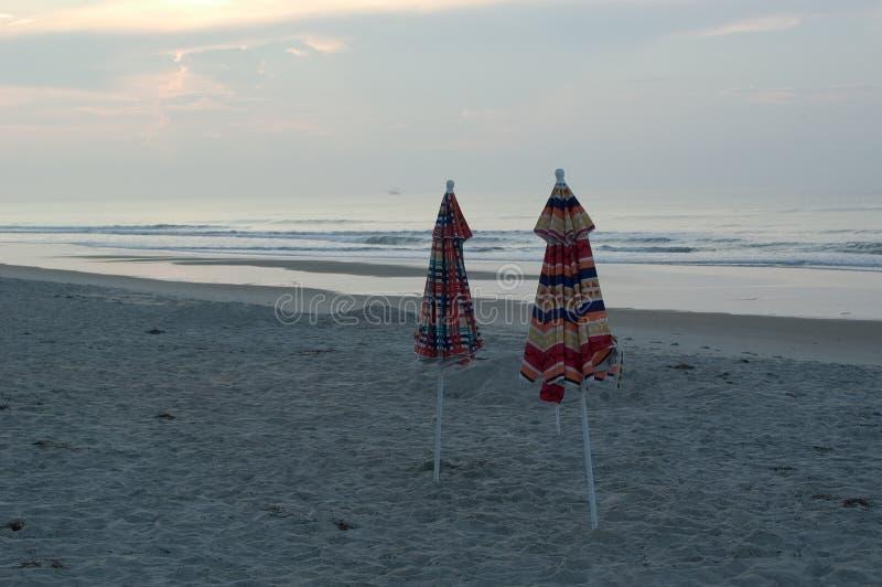 зонтики пляжа стоковая фотография
