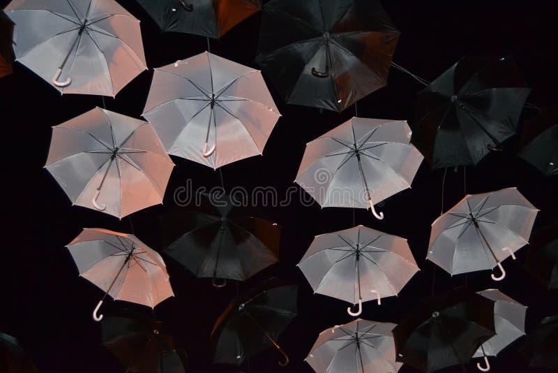 Зонтики B&w стоковая фотография rf