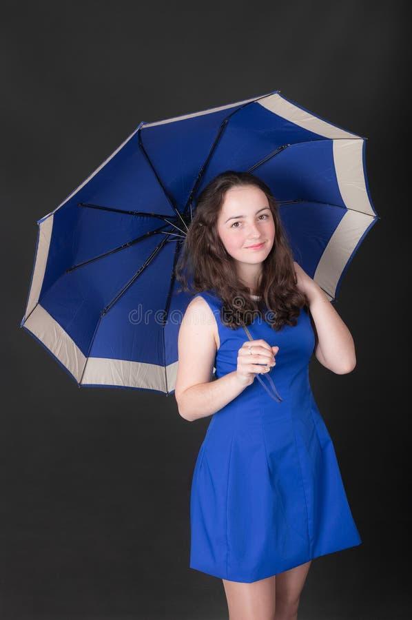 зонтик девушки подростковый стоковая фотография