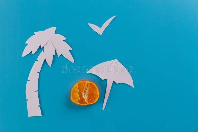 зонтик и пальмы пляжа стоковое фото