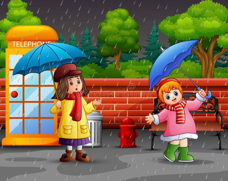 Зонтик нося девушки мультфильма 2 под дождем в парке города бесплатная иллюстрация