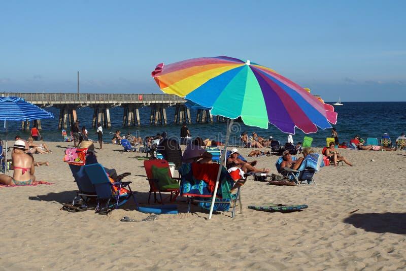 Зонтик радуги на пляже в Fort Lauderdale стоковая фотография