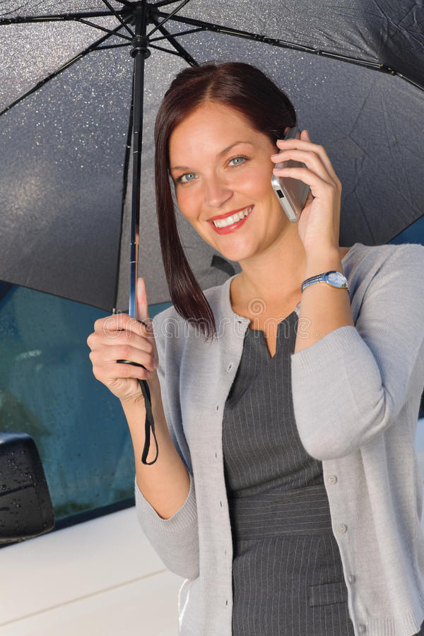 зонтик телефона звонока коммерсантки ся вниз стоковая фотография rf