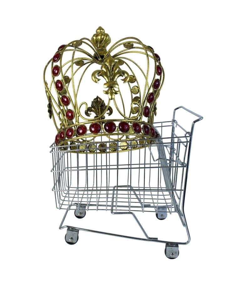 Золотая крона в магазинной тележкае стоковые изображения