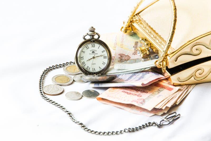 Золотая муфта, деньги и карманный вахта, время и финансовое conce стоковые изображения rf