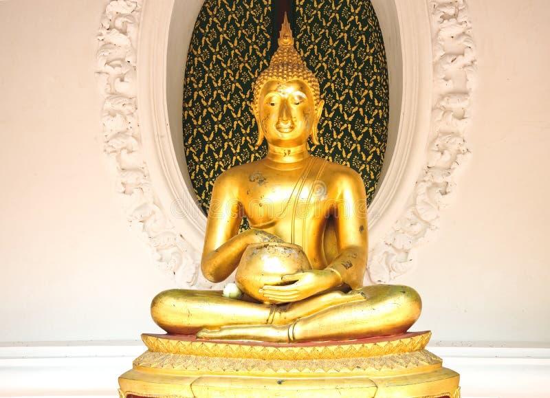 Золотая статуя Будды стоковое фото rf