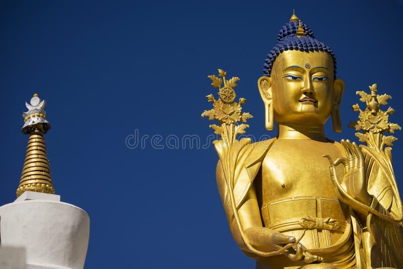 Золотая статуя Maitreya Будды в монастыре Ladakh Likir, Индии стоковое изображение rf