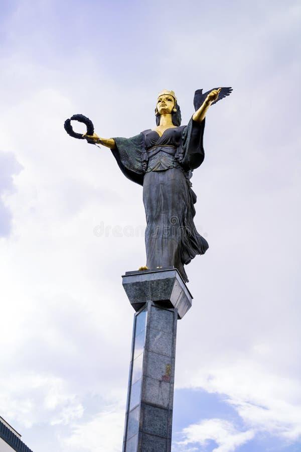 Золотистая статуя St Софии в Софии, Бугарске стоковые фотографии rf
