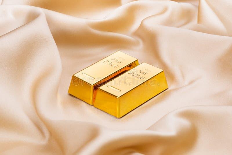 золотистые слитки стоковые изображения