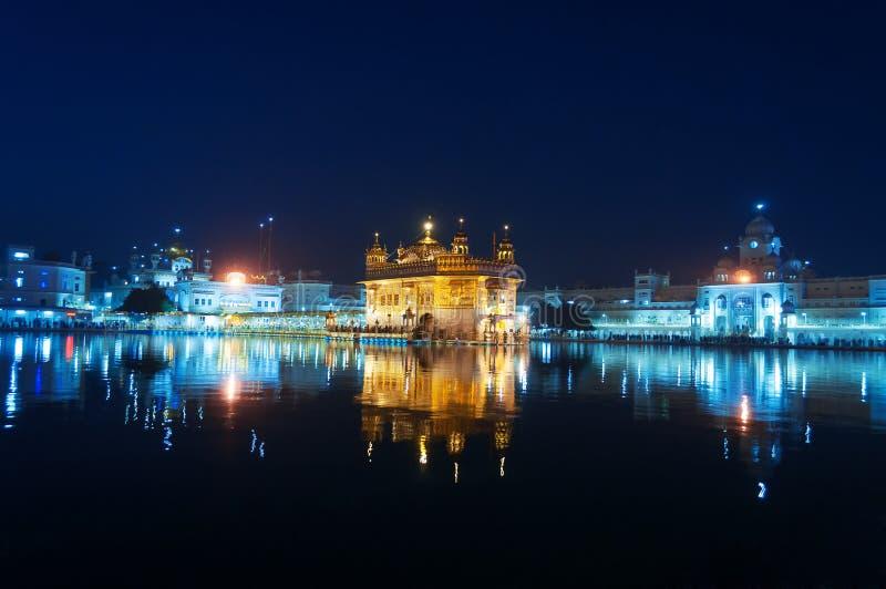 золотистый висок ночи amt Индия стоковые фотографии rf