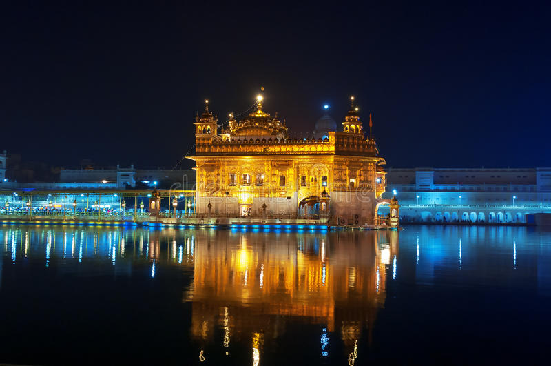 золотистый висок ночи amt Индия стоковые изображения