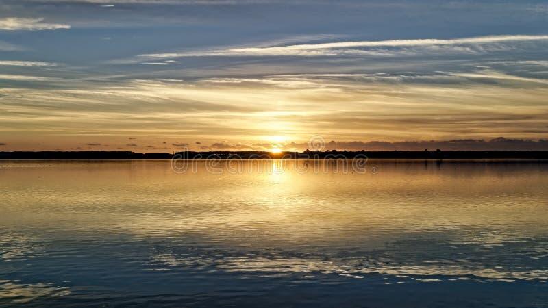 Золотое изображение захода солнца стоковые фотографии rf