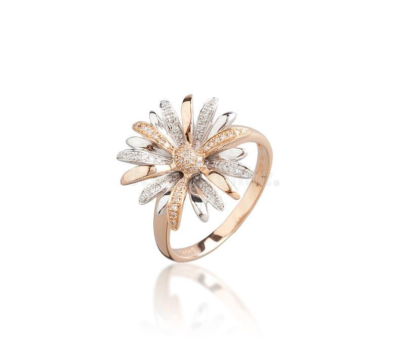 Золотое кольцо изолированное на белой предпосылке стоковое фото