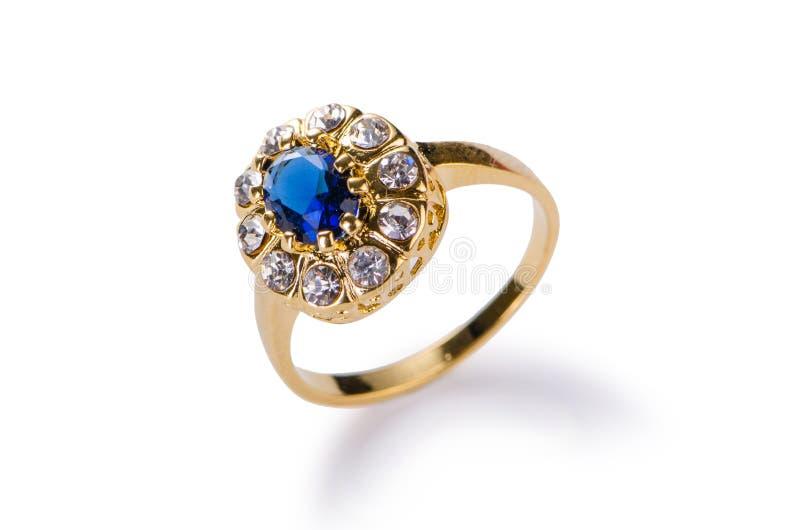 Золотое кольцо изолированное на белой предпосылке стоковые изображения rf