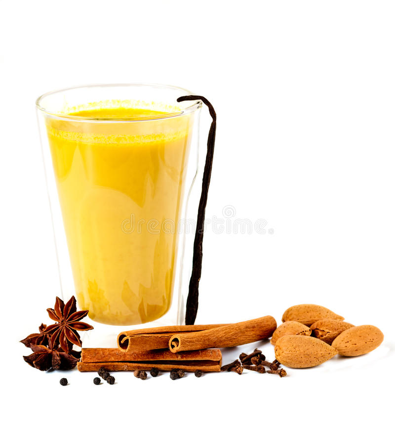 Золотое молоко с специями стоковое фото