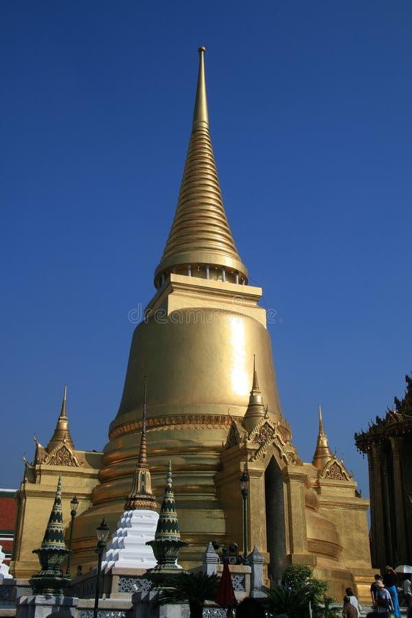 Золотое stupa королевского дворца, Бангкок 2 стоковые изображения