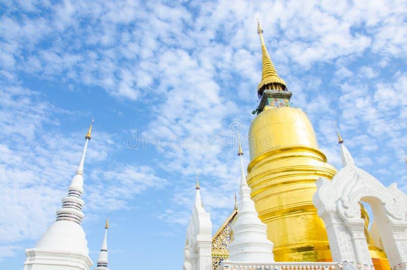 Золотое Stupa Chedi стоковые фотографии rf