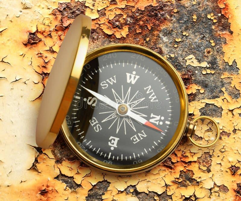 Золотой винтажный компас стоковые изображения